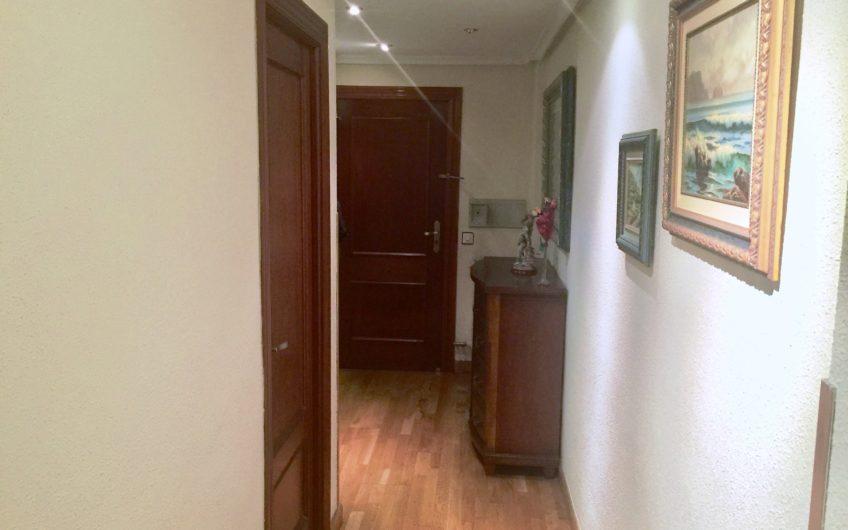 Apartamento amueblado con ascensor y garaje en calle Velasquita