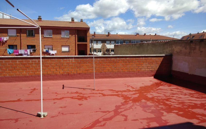 Piso con amplísma y soleada terraza en Villaobispo de las Regueras