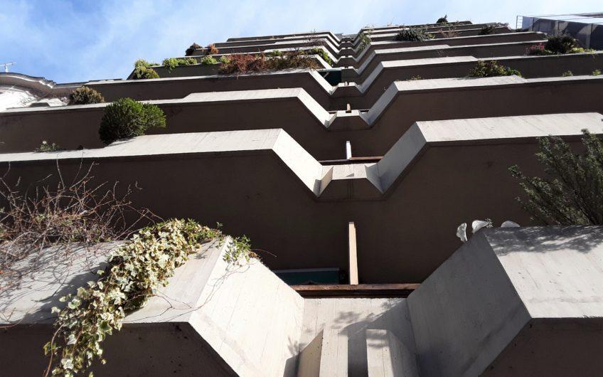 Céntrico, grande y con terraza: Piso para entrar.