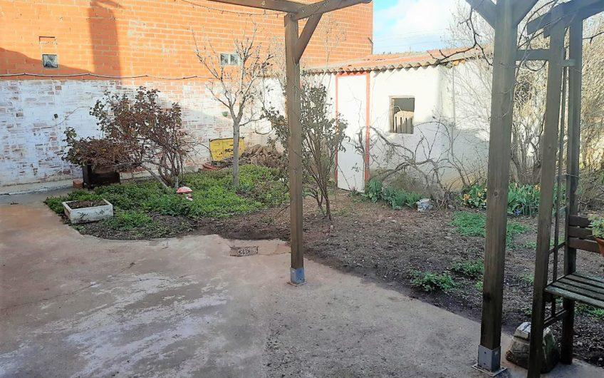 Casa de Planta baja  y jardín en Puente Castro