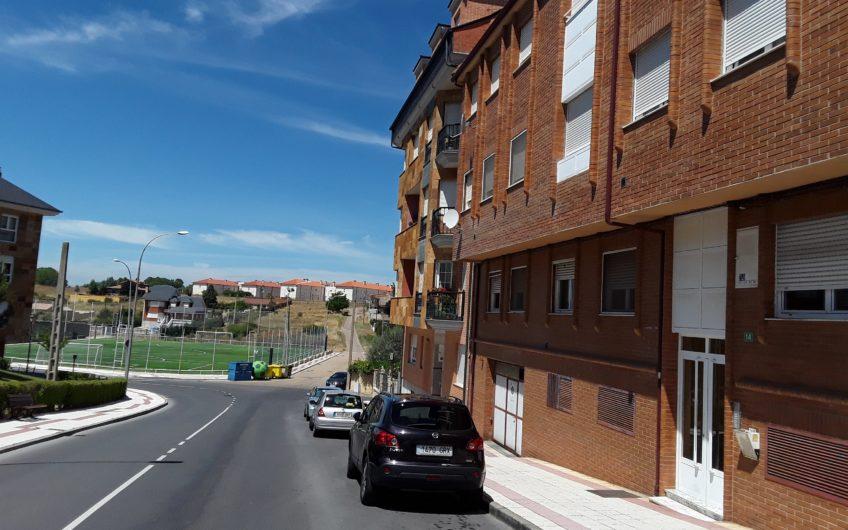 Apartamento en la Virgen del Camino con garaje y trastero