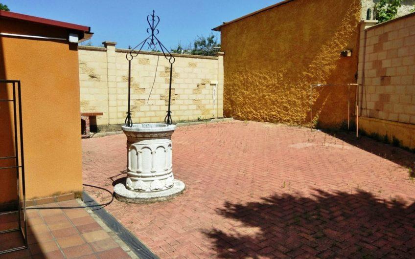 Casa para entrar con patio acondicionada de aprox. 95 m2