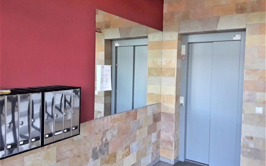 Apartamento a estrenar con ascensor en la Virgen del Camino