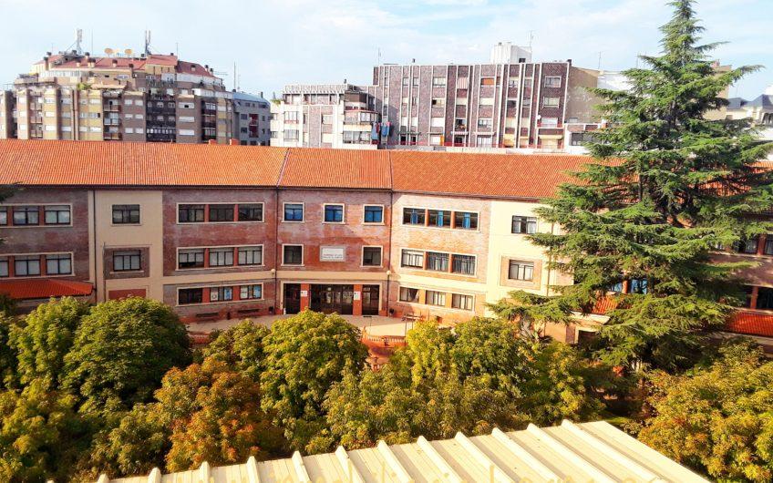 Ático con vistas panorámicas y terraza de 50 m2