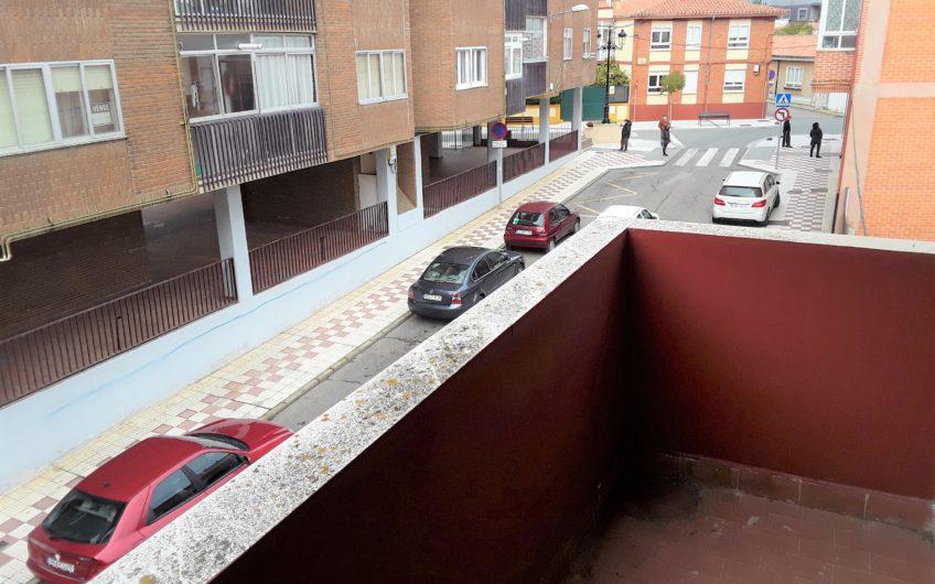 Apartamento de dos dormitorios al principio de Villaobispo de las Regueras.