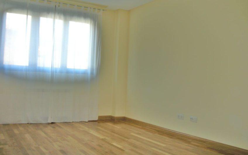 Apartamento con patio en Navatejera
