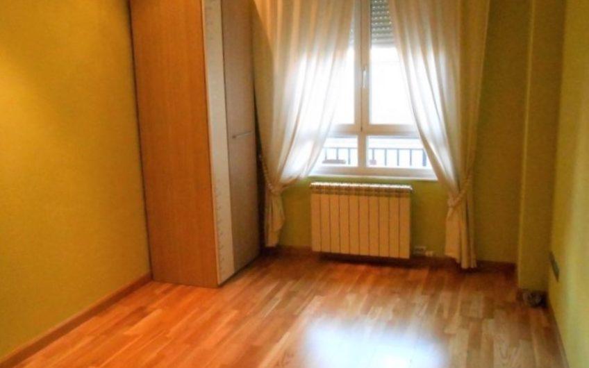 Excelente apartamento con garaje y trastero  en el Centro de León