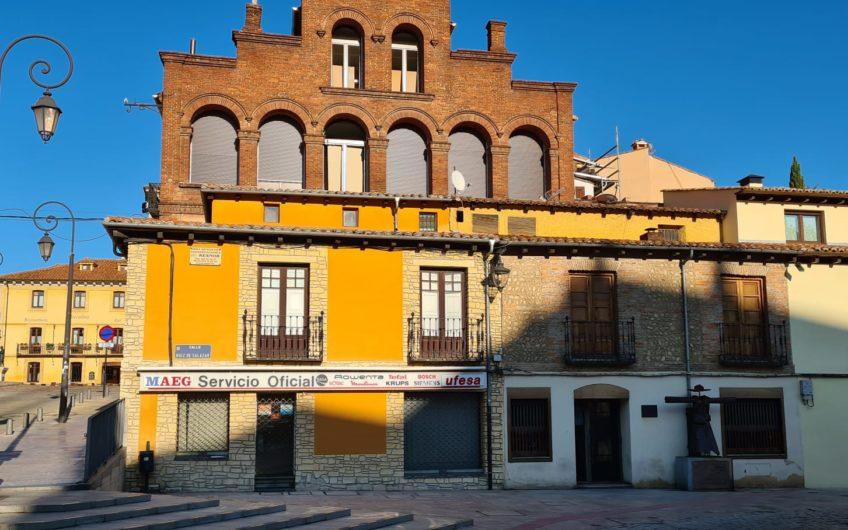 Casa en Barrio Romántico junto  plaza San Isidoro y Diputación