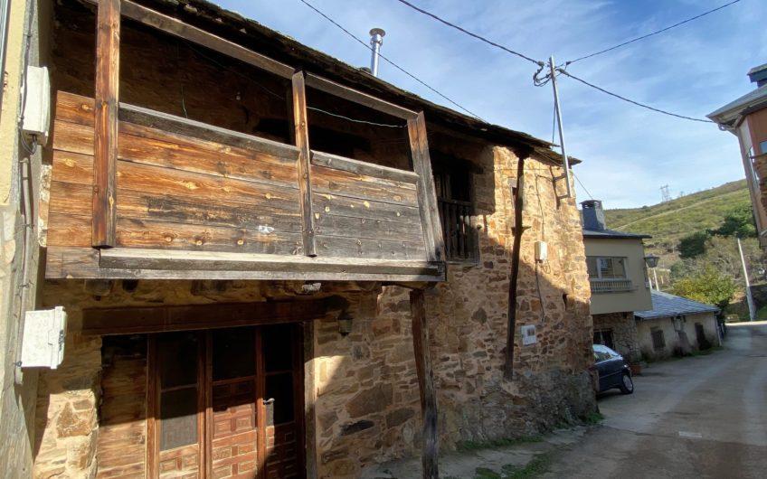 Casa de Piedra en el Camino de Santiago Francés