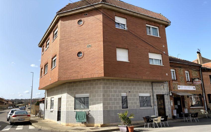 Edificio para rentabilizar de forma inmediata en Azadinos
