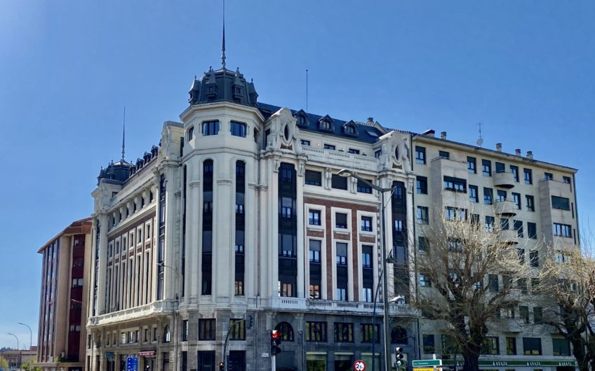 Gran  Piso junto a Ordoño en Edificio Emblemático.