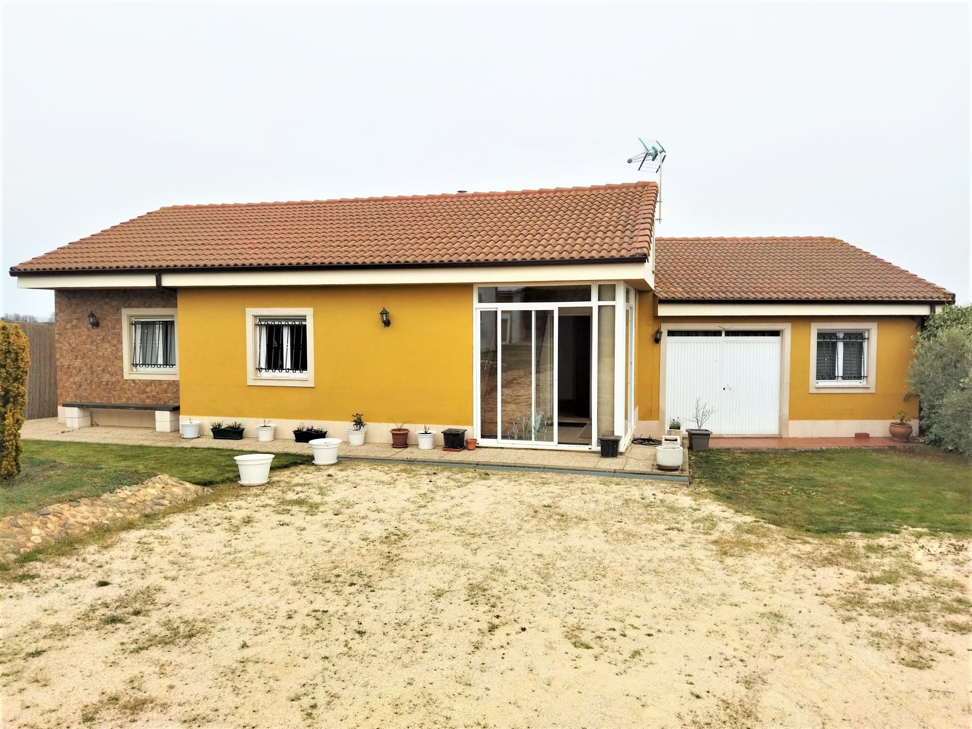 Casa Individual con parcela de 900 m2 en Antimio de Arriba
