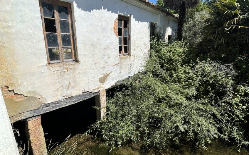 Casa con Molino de Agua y amplia parcela