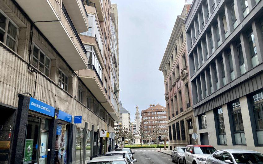 Piso junto plaza de la Inmaculada, en calle Santa Clara