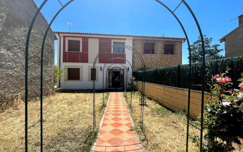 Casa con jardín en alquiler en Torneros del Bernesga