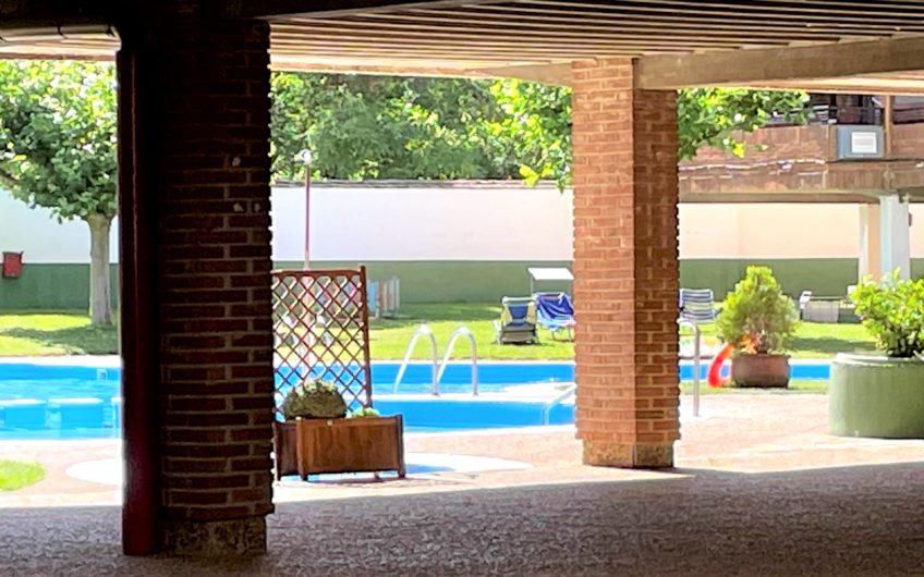 Dúplex en urbanización privada con piscina