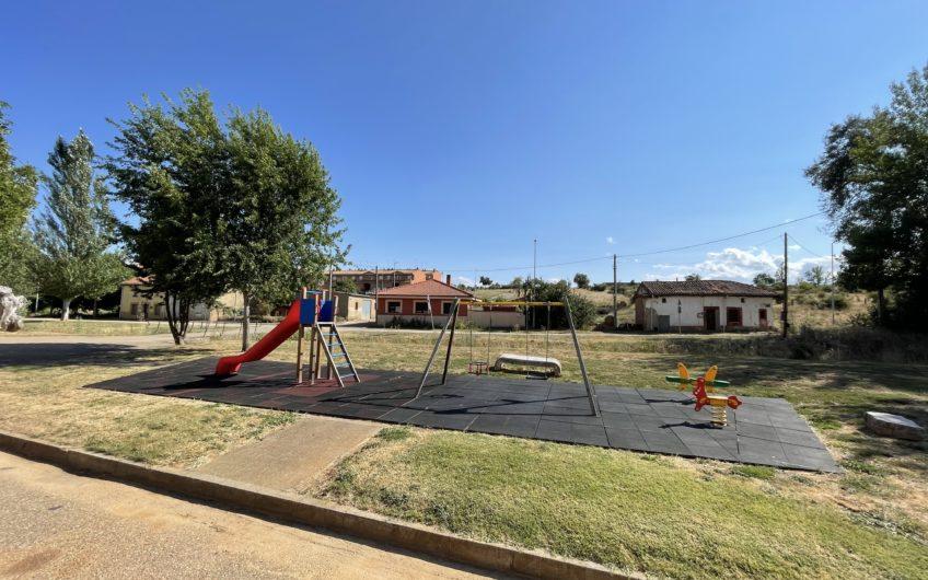 Casa para entrar con patio  de aprox. 95 m2 en Ardoncino