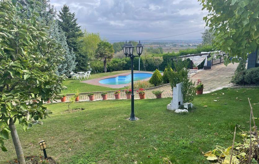 Impresionante propiedad en la urbanización Santo Tirso