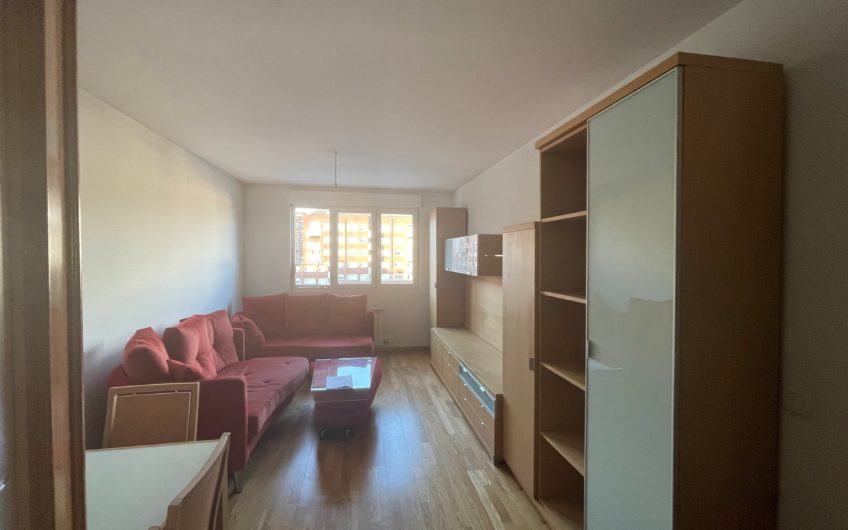 Apartamento para entrar en la Chantría junto José Aguado.